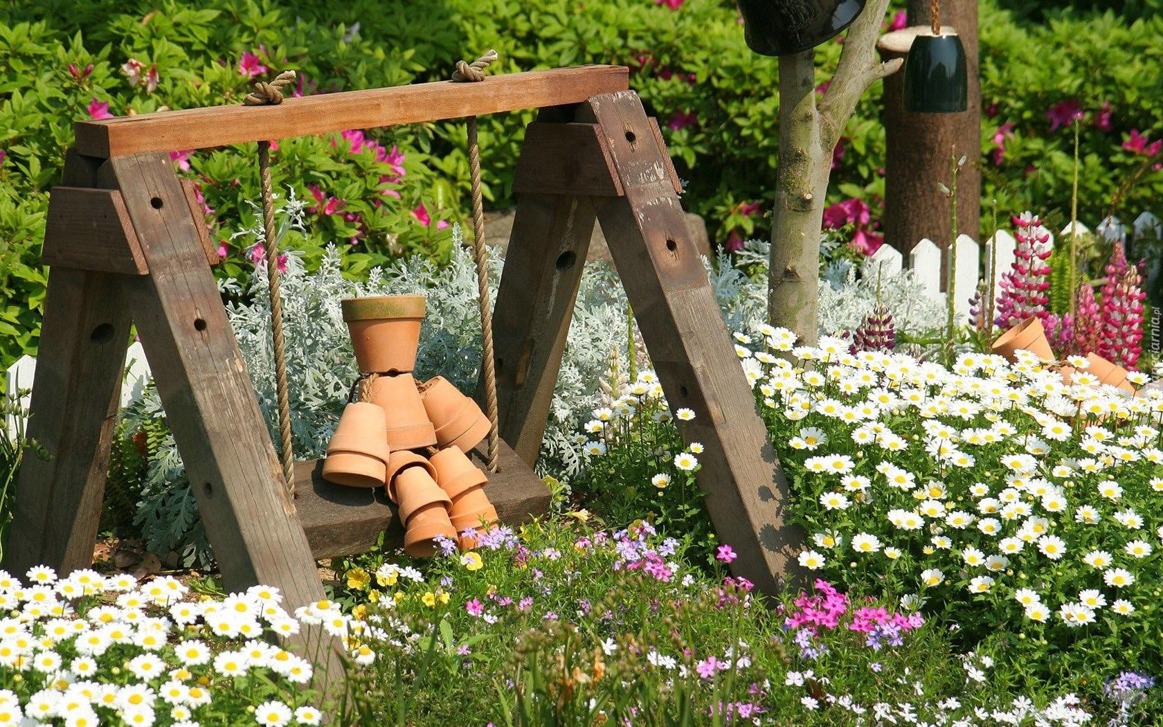 Ogród Kwiaty Drzewa Huśtawka Ludzik Doniczki