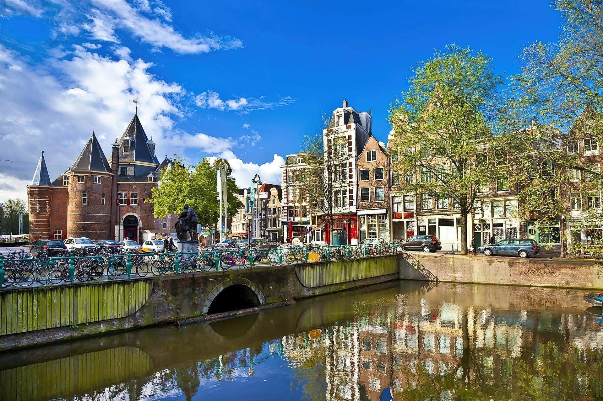 199649_amsterdam_panorama_miasta_kanal_most_rowery.jpg
