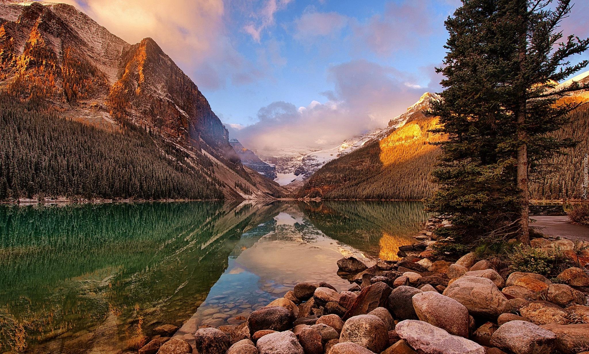 Река и горы скачать