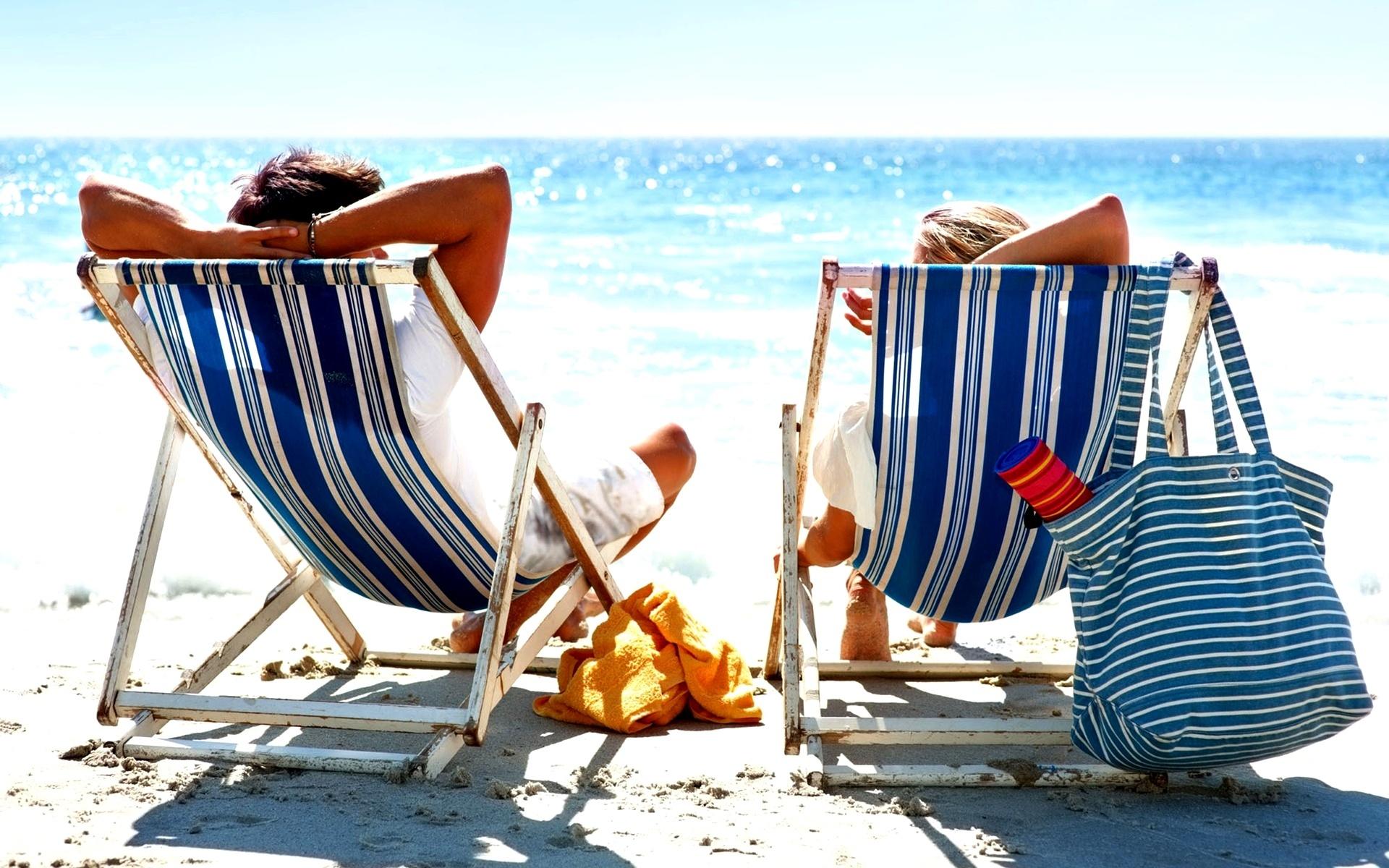 Znalezione obrazy dla zapytania plaża i leżaki
