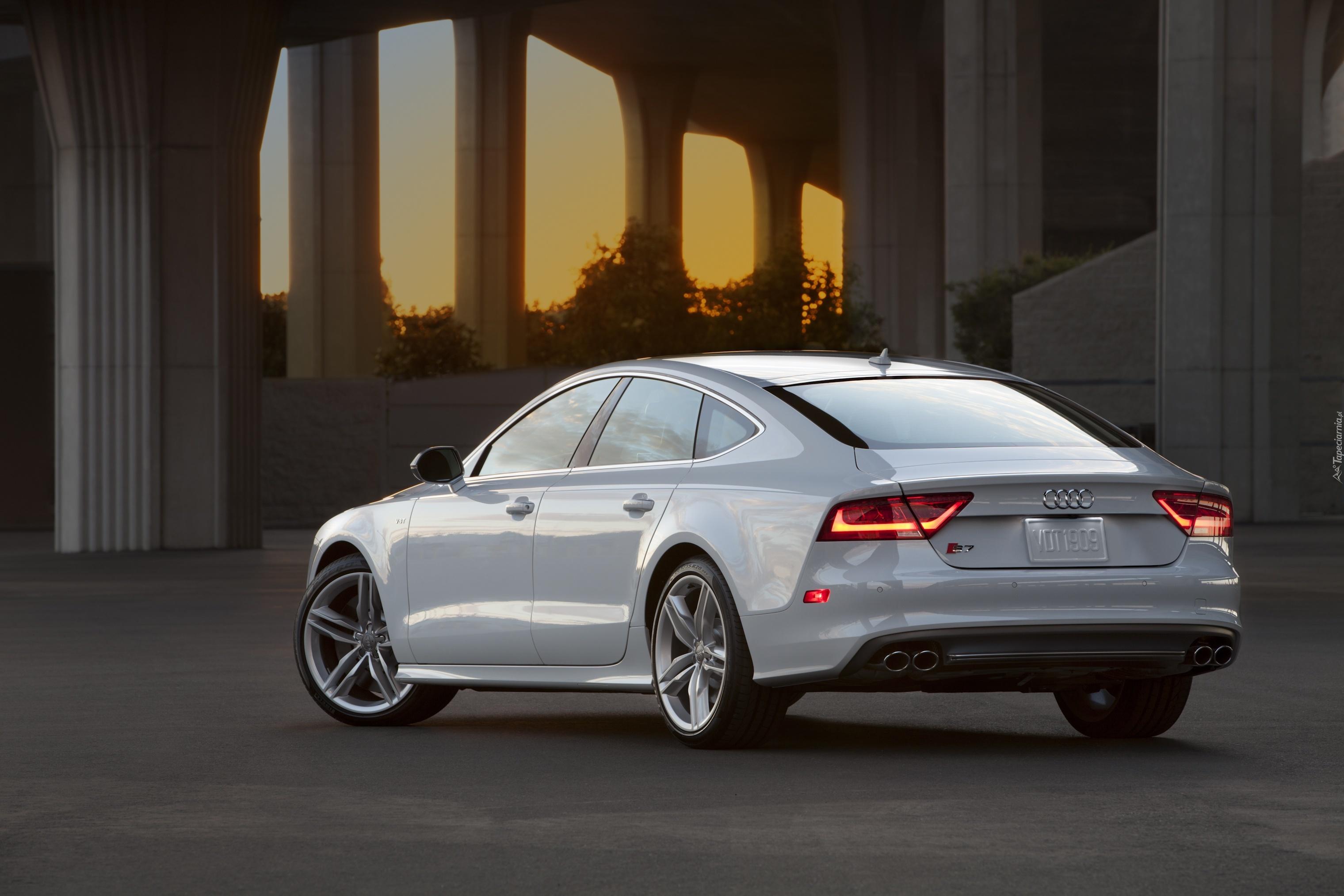 Białe Audi A7 Tył