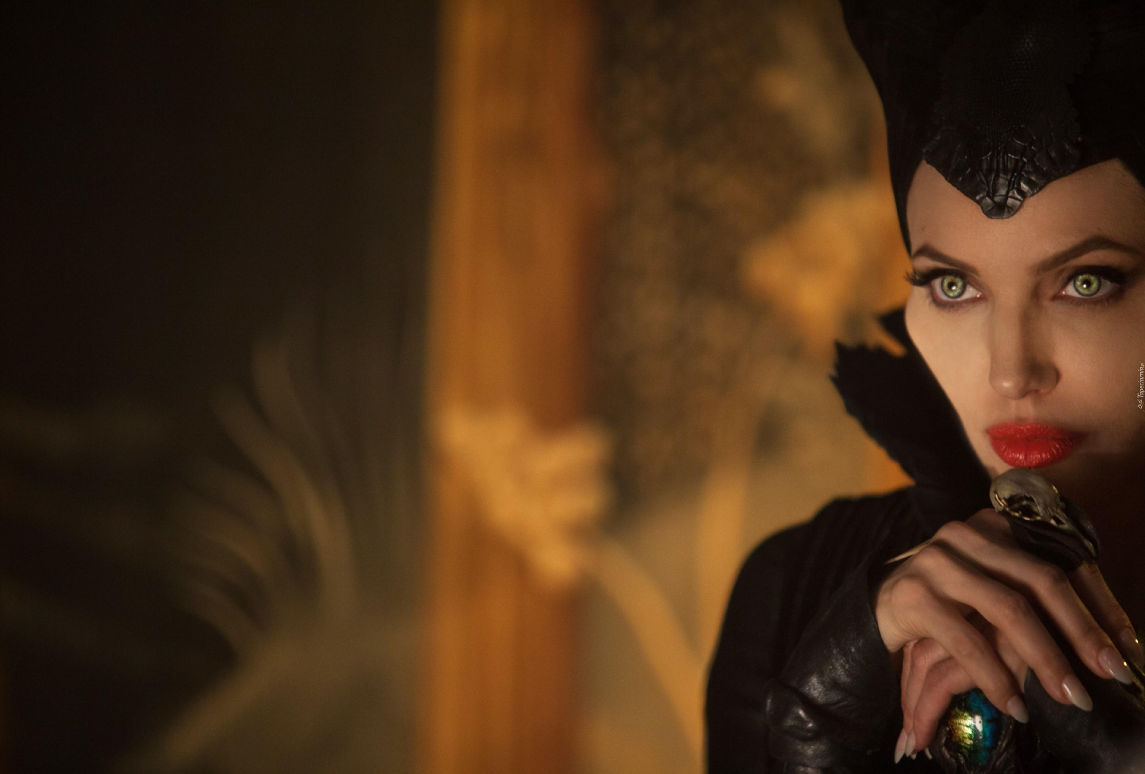 czarownica, angelina jolie