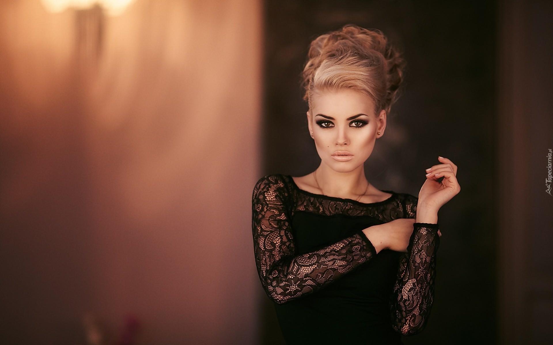 Kobieta Kok Makijaż Czarna Sukienka Moda