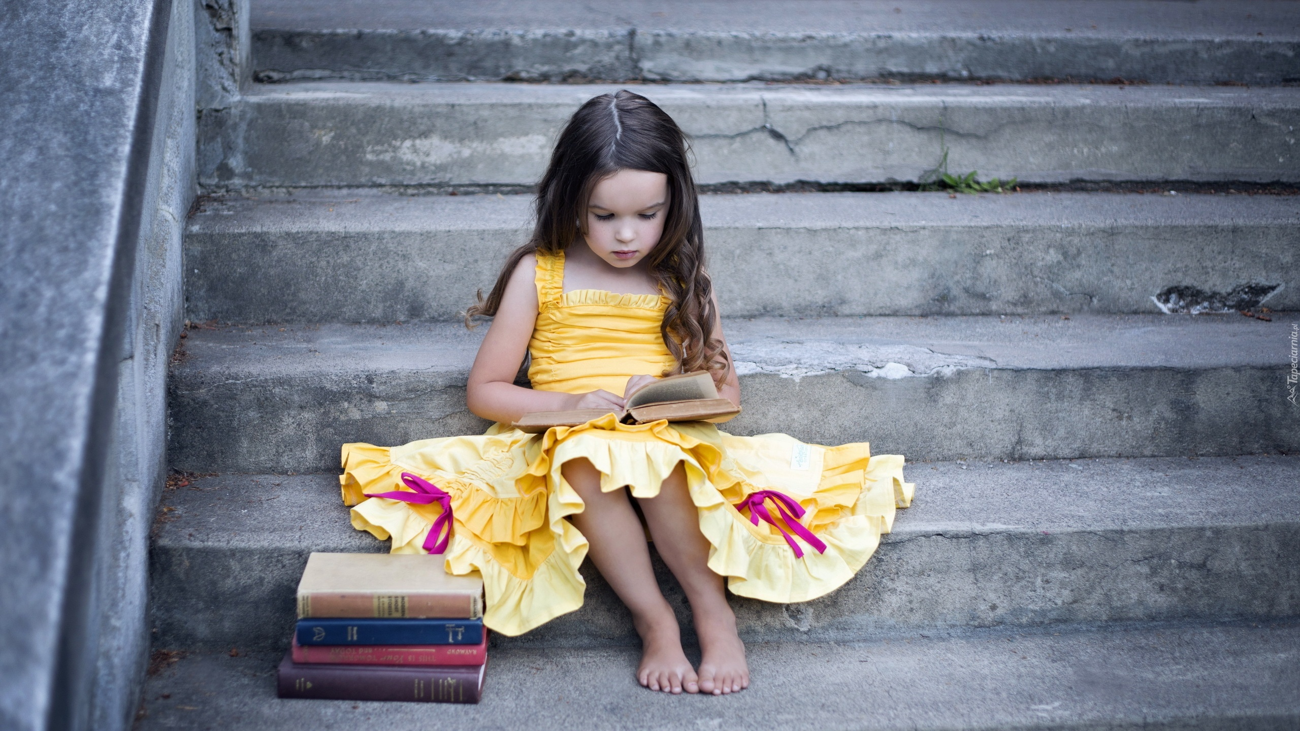 девочка платье свет лестница без смс
