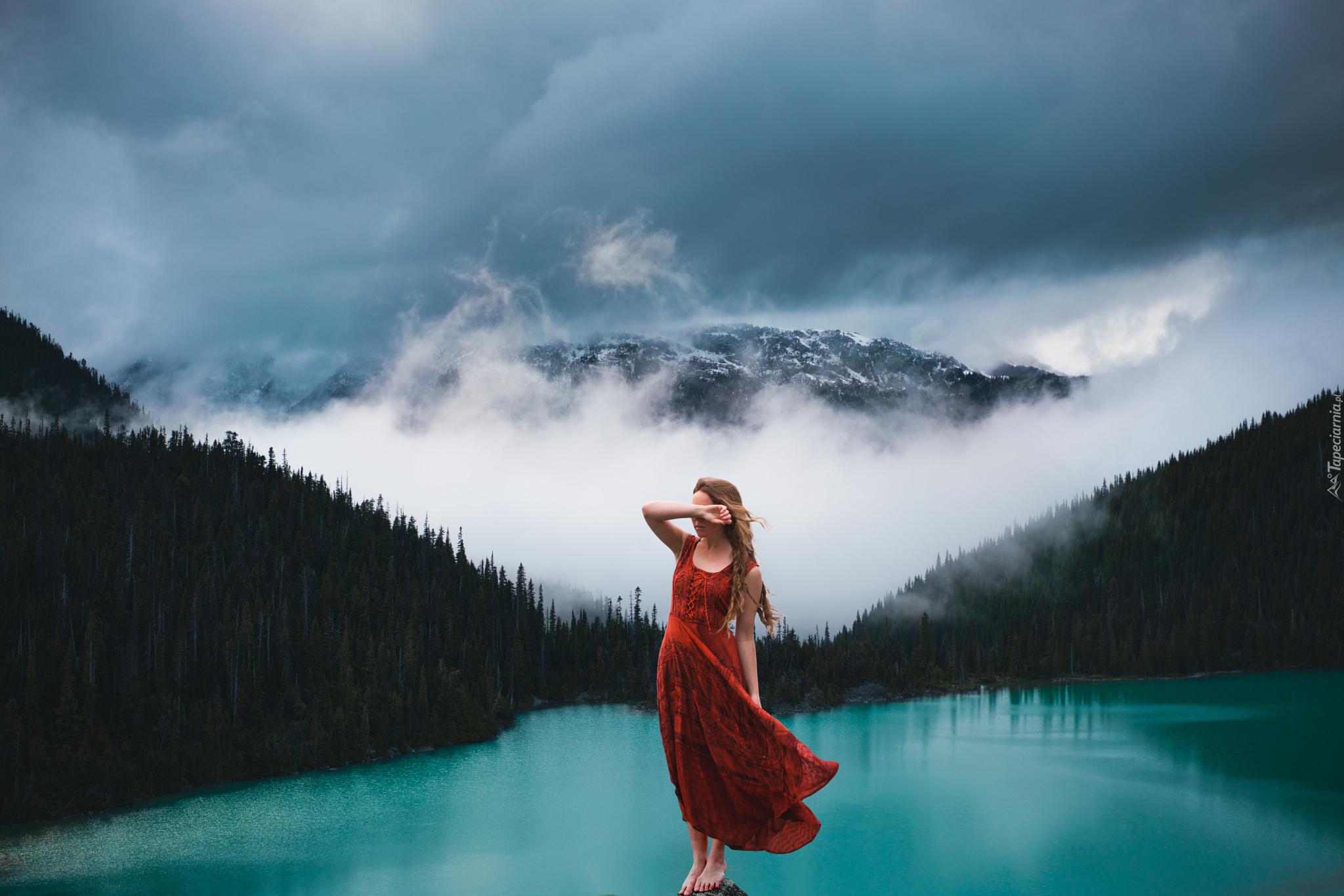 девушка камни обрыв горы озеро скачать
