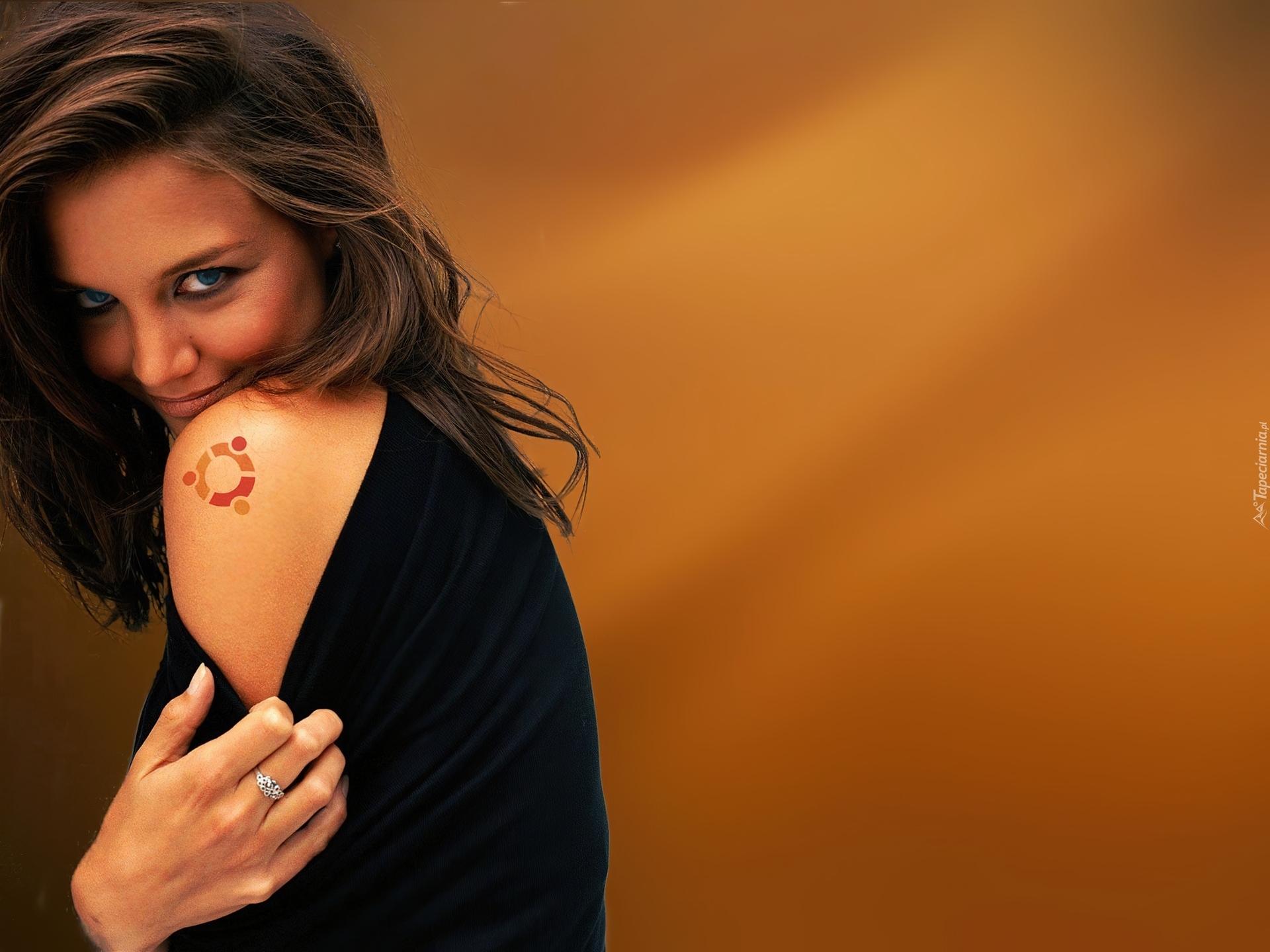Uśmiechnięta Dziewczyna Tatuaż