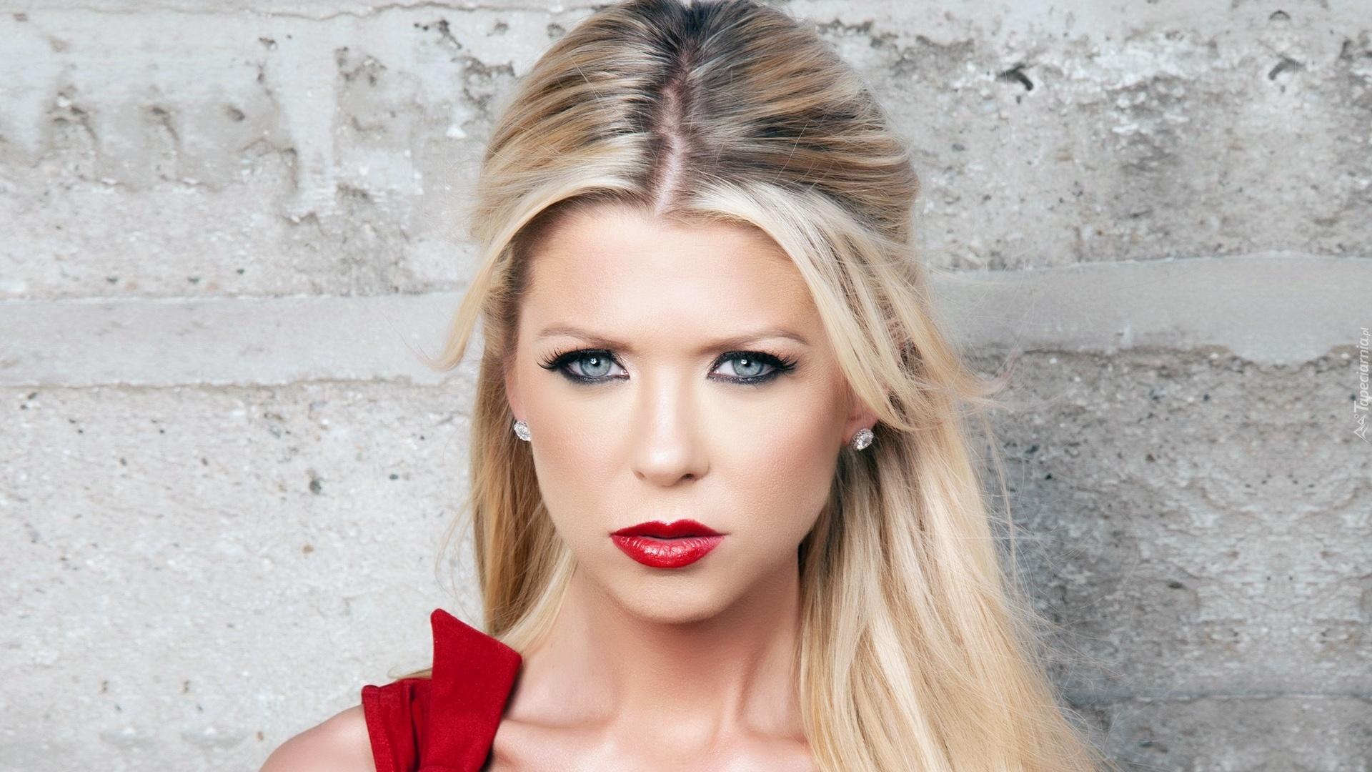 Kobieta Mocny Makijaż Blondynka