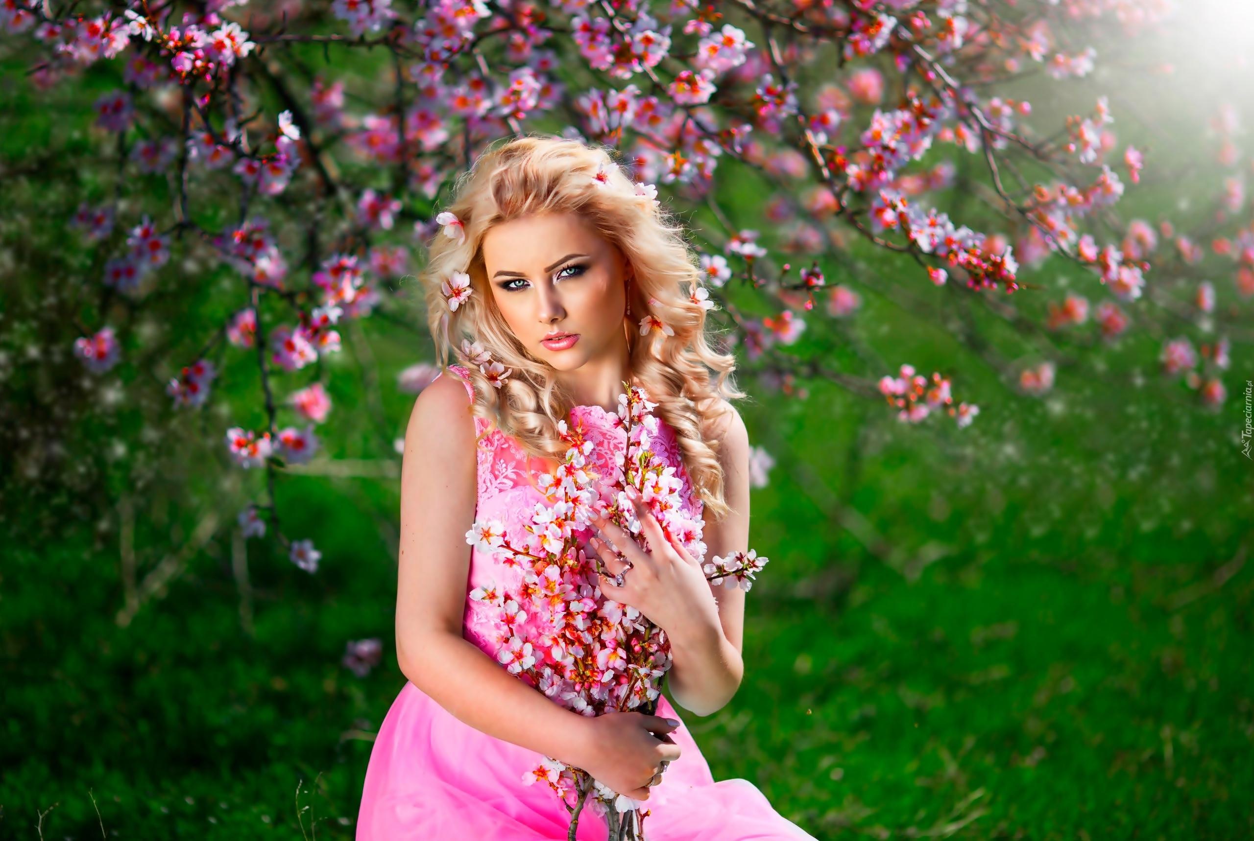 девушка блондинка весна венок цветы бесплатно
