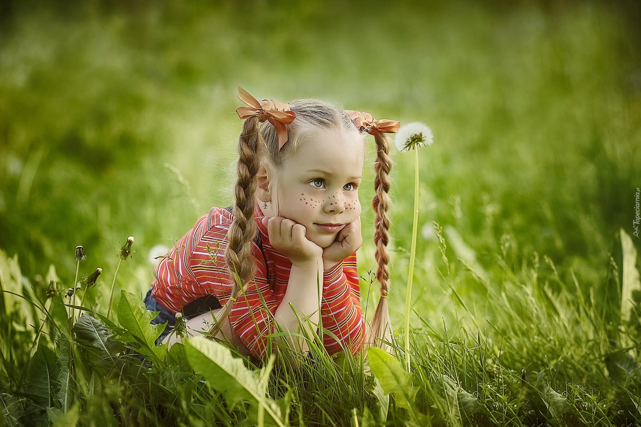 Девочка с косами бесплатно