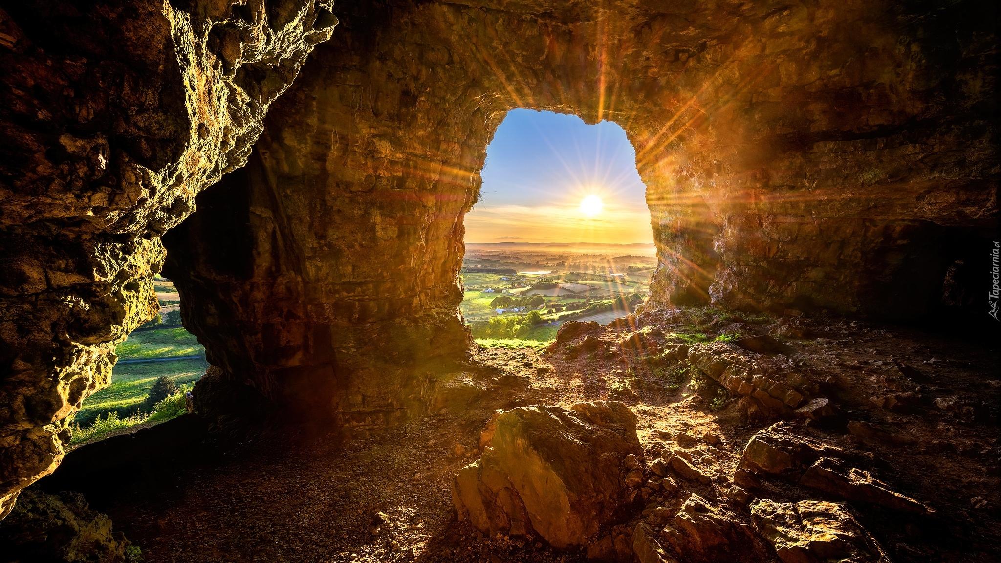 tapeta-jaskinia-caves-of-kesh-w-promieniach-slonca.jpg