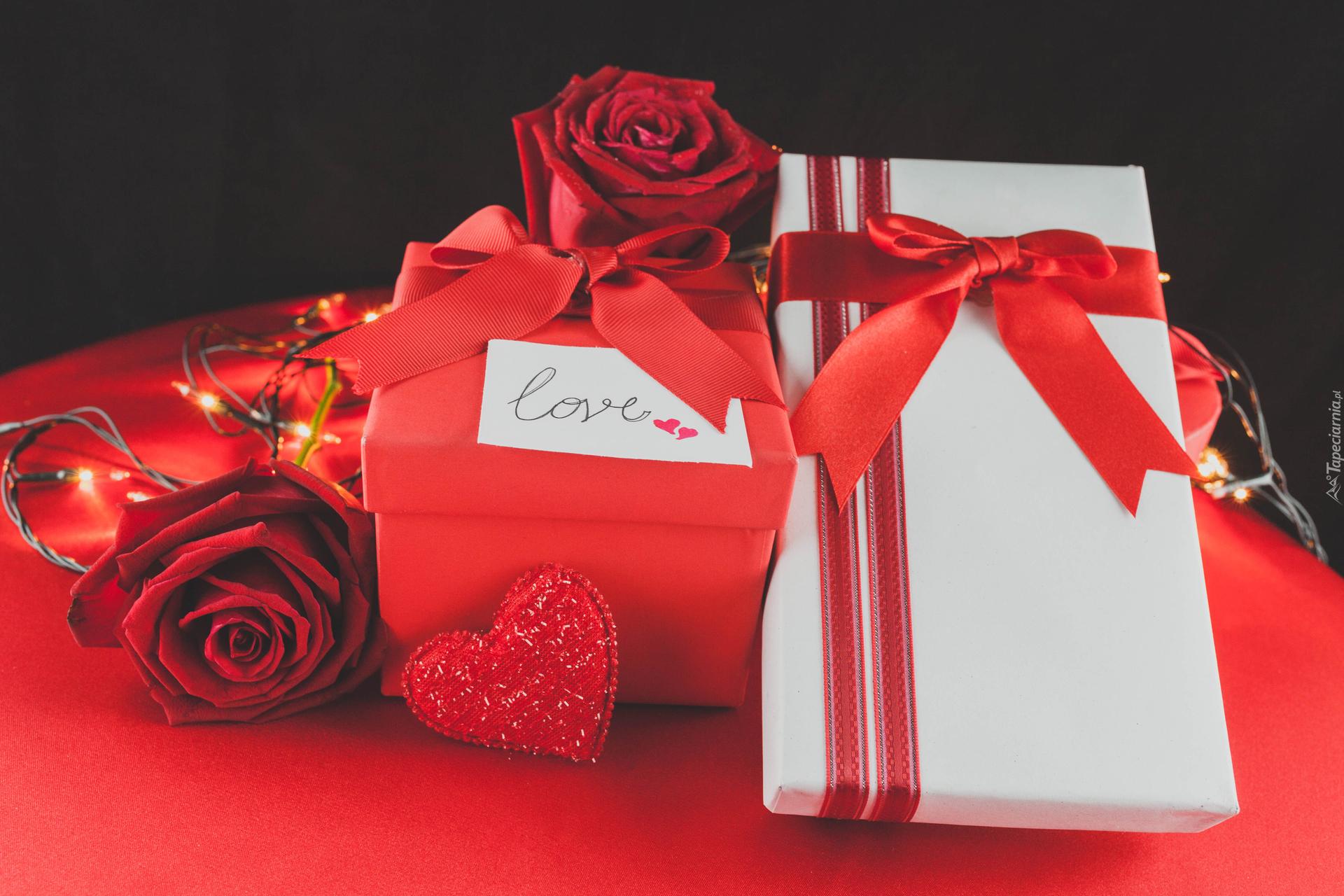 tapeta-prezenty-walentynkowe-z-czerwonym