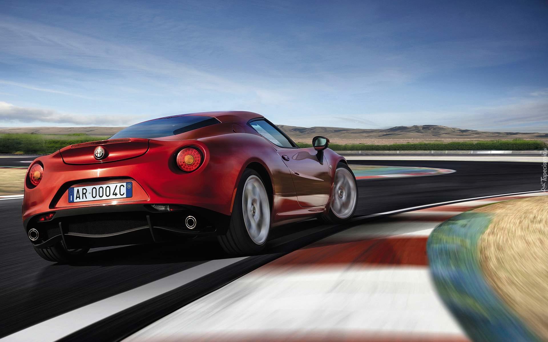 Sportowy samoch³d Alfa Romeo 4C rocznik 2014