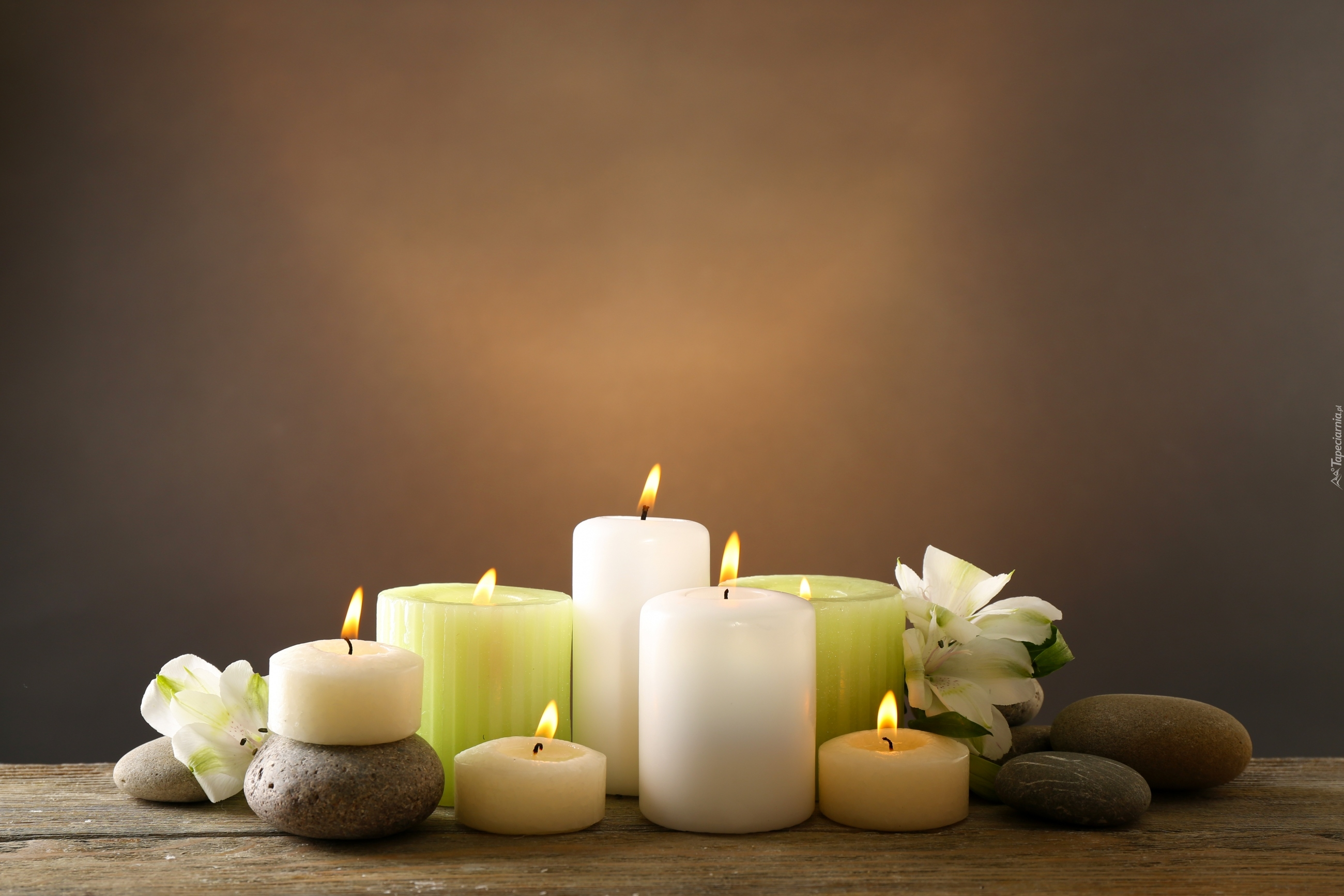 Świece, kamienie i kwiaty w SPA