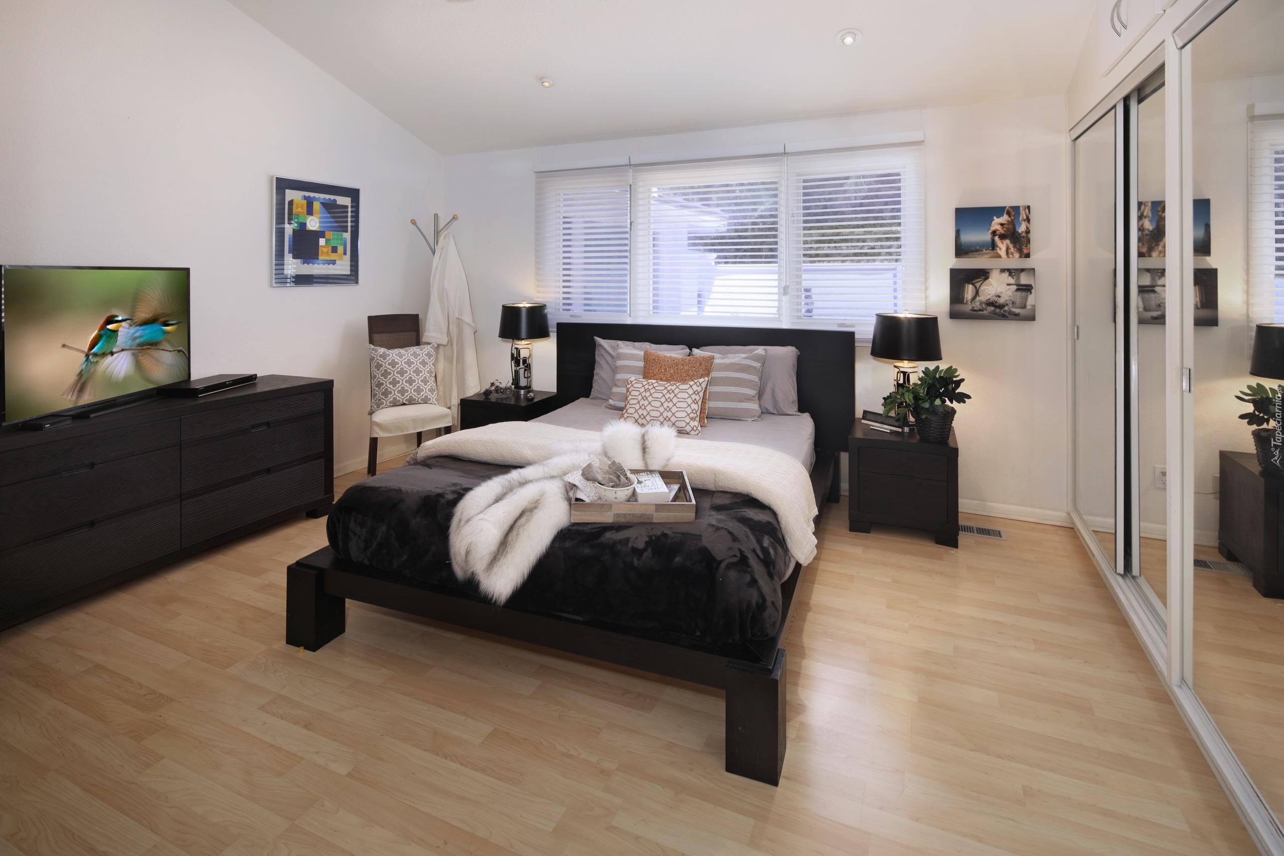Sypialnia Z łóżkiem I Telewizorem