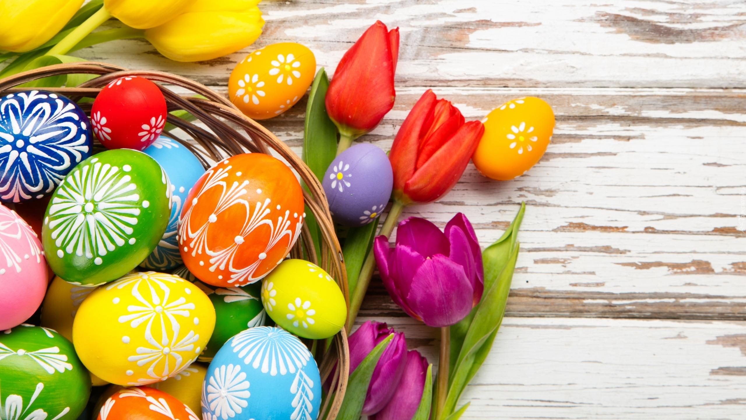 Wielkanoc, Kolorowe, Pisanki, Tulipany, Koszyk, Deski