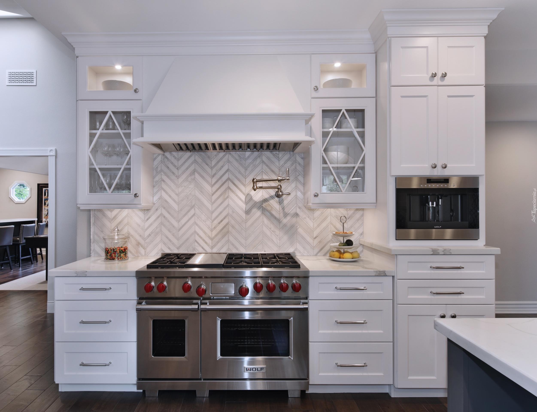 Wnętrze Kuchni Z Białymi Szafkami
