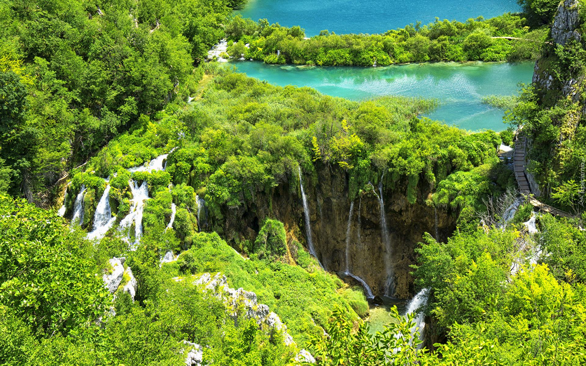 tapeta-wodospady-i-jeziora-w-parku-narodowym-jezior-plitwickich.jpg