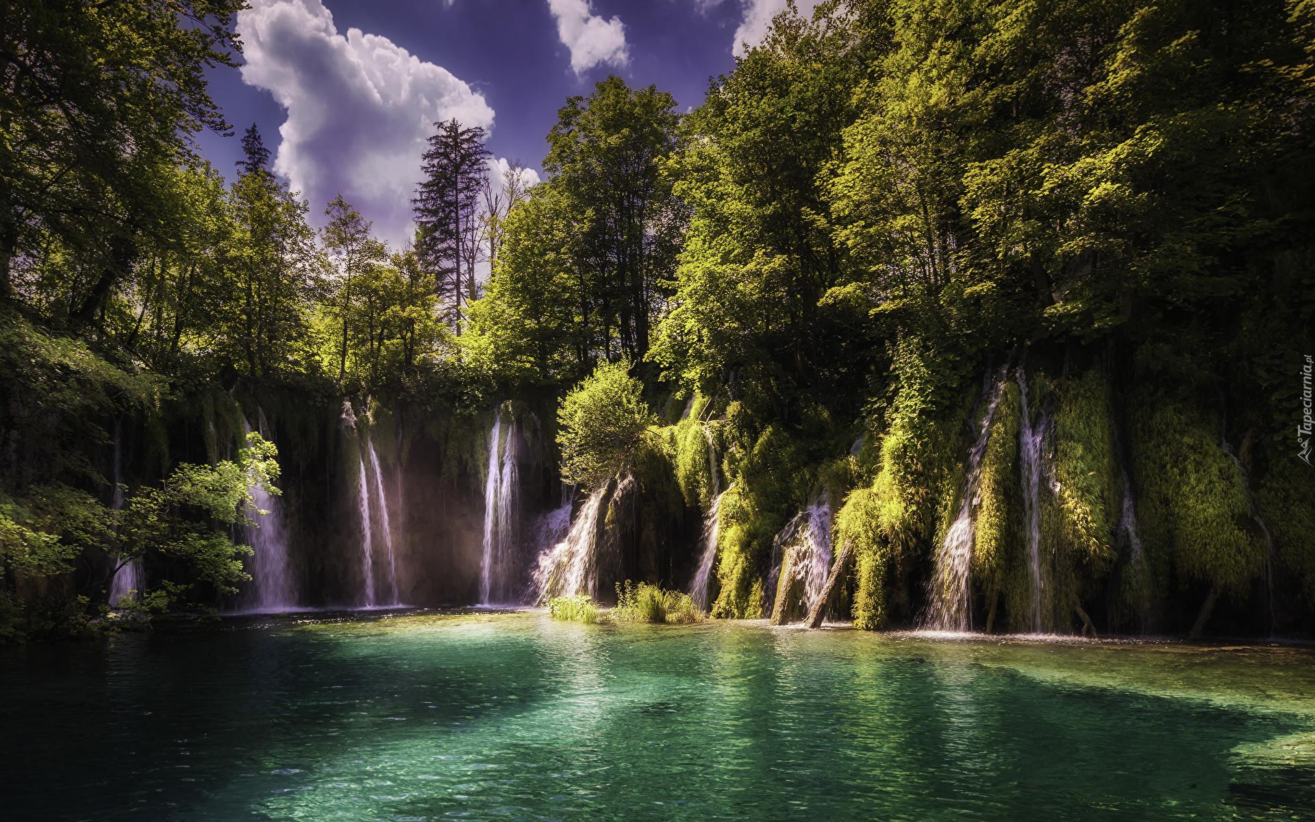 tapeta-wodospady-na-skalach-w-parku-narodowym-jezior-plitwickich-1.jpg