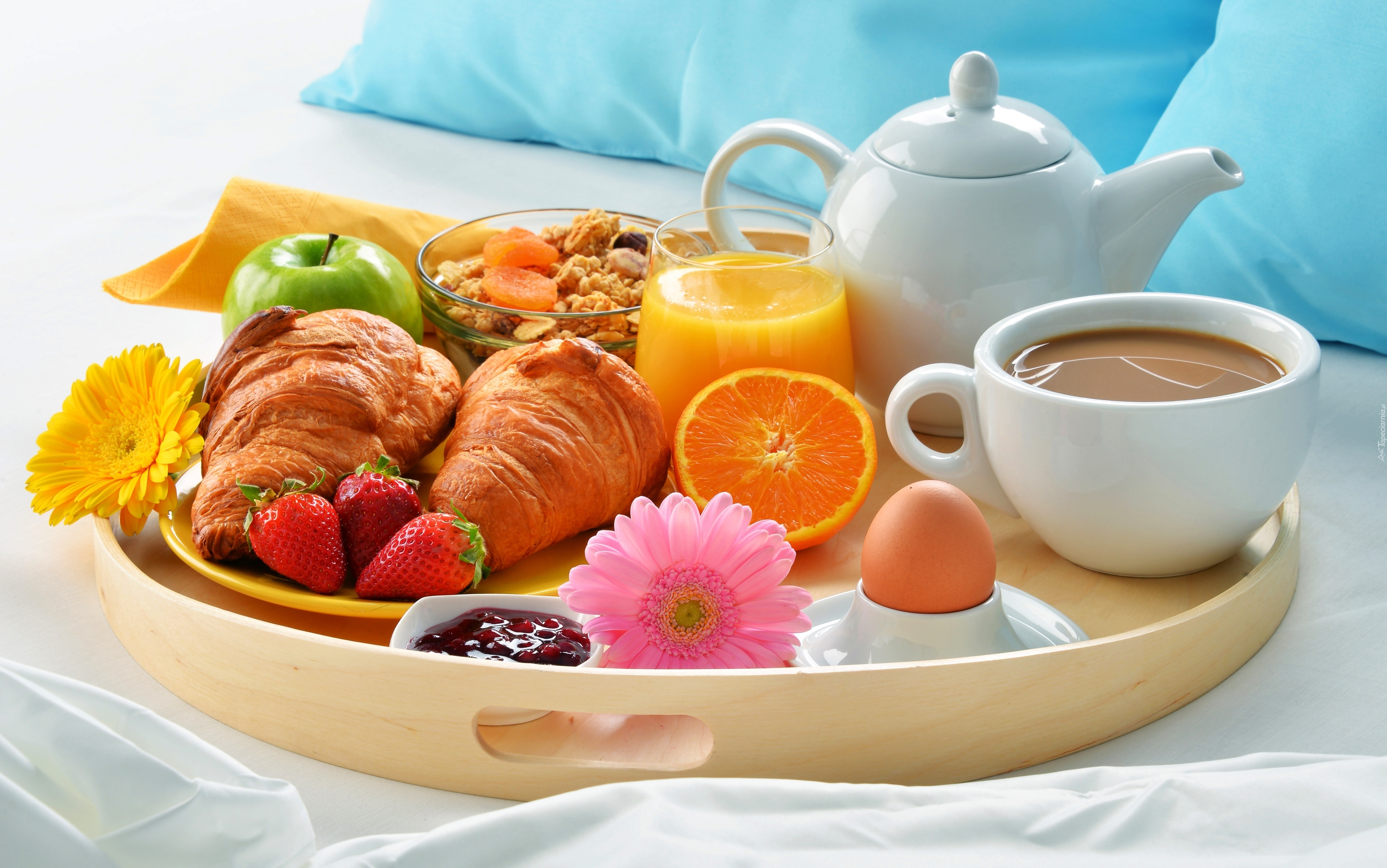tapeta-zestaw-sniadaniowy-podany-na-tacy.jpg