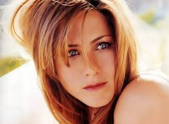 Buzia, Jennifer Aniston