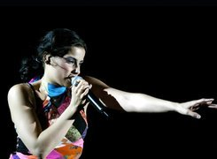 Nelly Furtado, Mikrofon