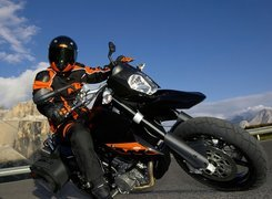 KTM 990 Supermoto, Ostry, Zakręt