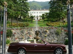 Bordowy, Bentley Azure, Fontanna