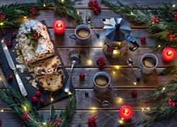 Boże Narodzenie, Kawa, Ciasto, Światełka, Świeczki, Jagody, Gałązki, Deski, Kubki, Nóż, Łyżeczki, Kompozycja