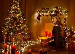 Boże Narodzenie, Kobieta, Świece, Prezenty, Choinka, Girlanda, Światełka