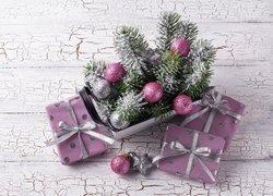 Kompozycja, Boże Narodzenie, Gałązki, Srebrne, Różowe, Bombki, Trzy, Prezenty, Popękane, Drewno