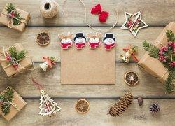 Boże Narodzenie, Prezenty, Dzwoneczki, Choinka, Szyszki, Sznurek, Wstążeczka, Ozdoby, Deski