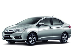Srebna Honda City
