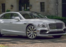 Srebrny Bentley Flying Spur