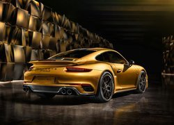 Złote Porsche 911 Turbo S Exclusive Series